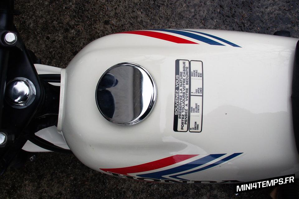 Honda CY80 blanc de 1981 - mini4temps.fr