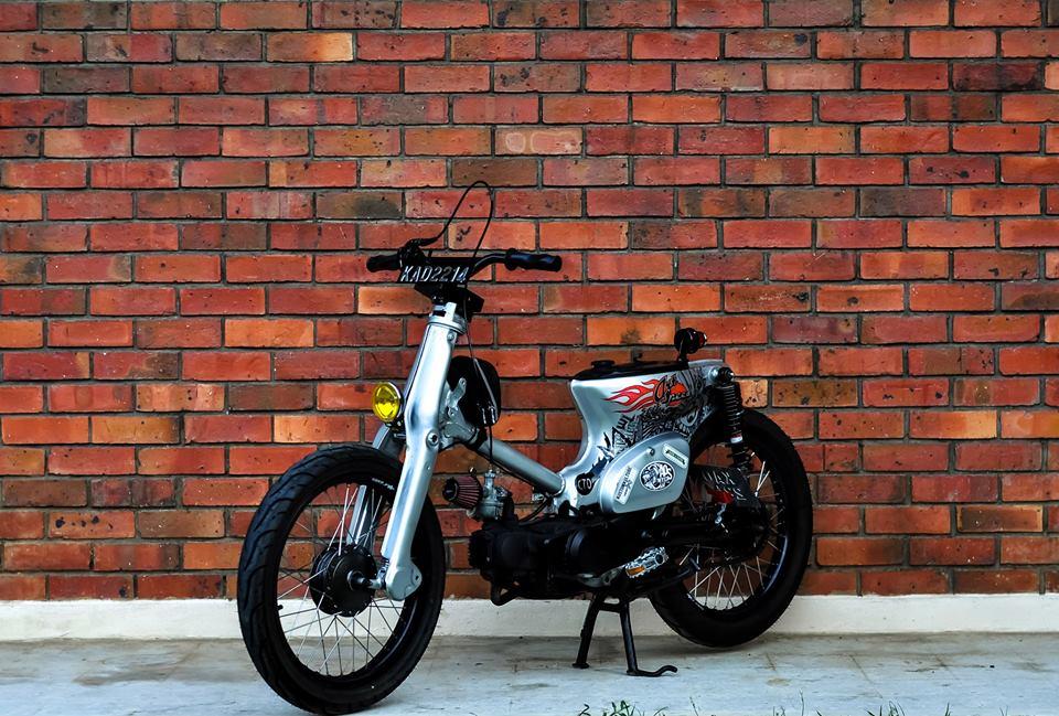 Honda C70 Streetcub par Kerkuscycles - mini4temps.fr