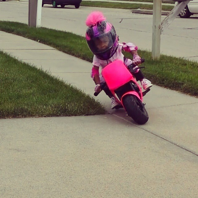 Kymmee Johnson - 2 years old rider - mini4temps.fr