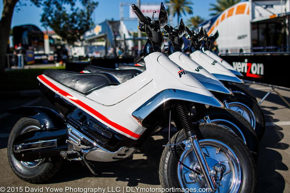 Des Honda Cub EZ 90 sur les Paddocks d'Indycar - mini4temps.fr