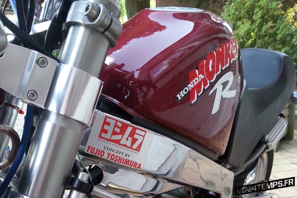 Fat red Honda Monkey R - mini4temps.fr