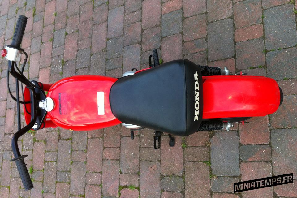 Red Honda Monkey Z50R US - mini4temps.fr