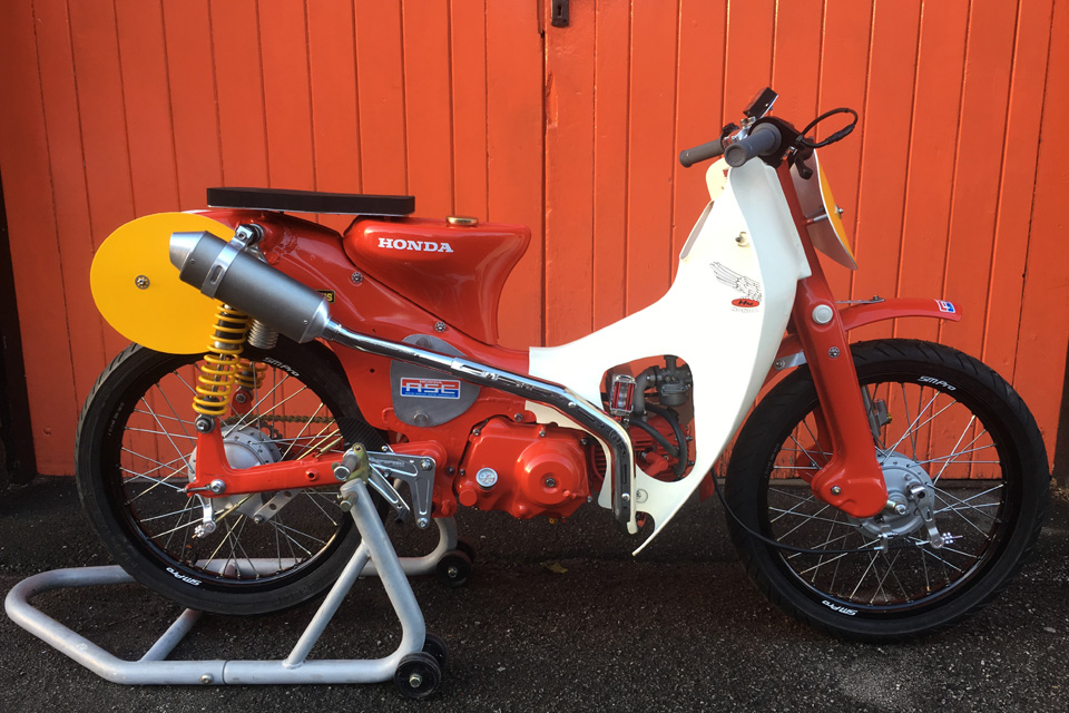 Le Honda C90 Cub race bike de Tim - mini4temps.fr