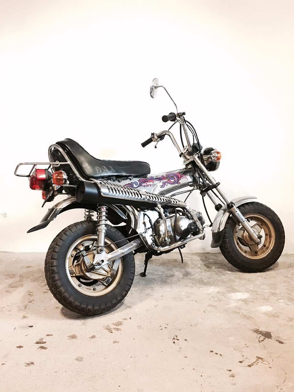 Honda Dax ST50M chez Dauphine-Lamarck - mini4temps.fr