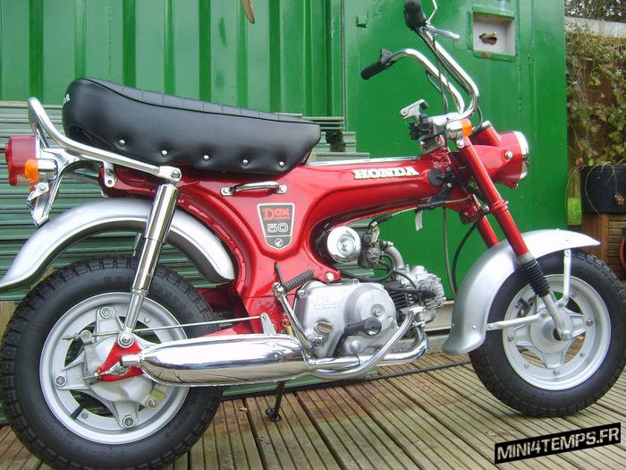 Honda Dax ST50 rouge - mini4temps.fr