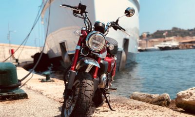 Le Honda Monkey 125 2018 rouge de Karl à Saint-Tropez - mini4temps.fr