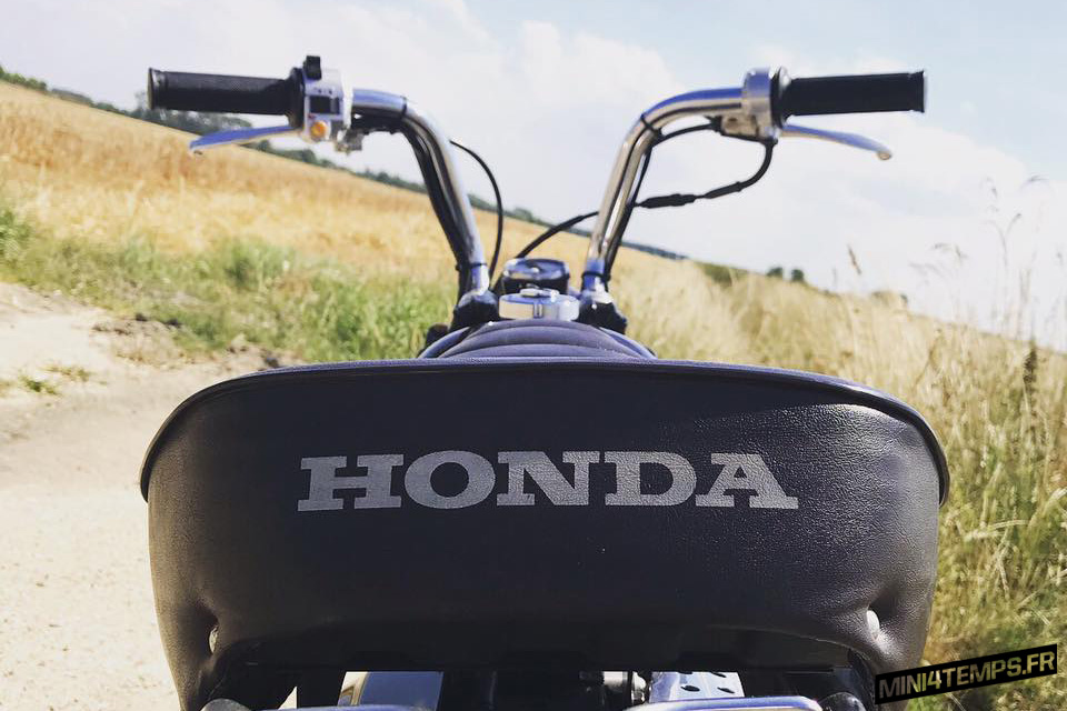 Le Honda Monkey Z50J2 Deep Purple de Bernard - mini4temps.fr