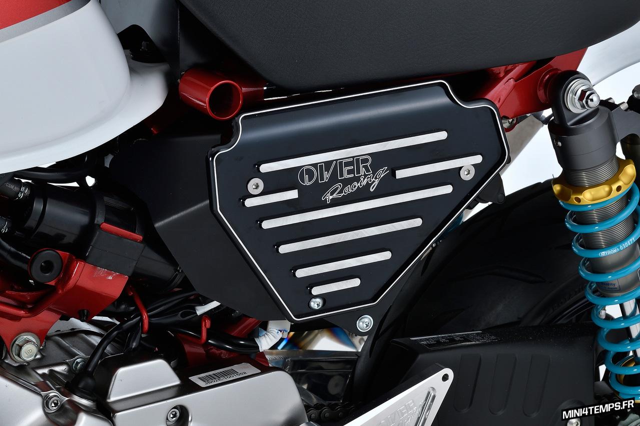 Cache latéral OVER Racing pour Honda Monkey 125 - mini4temps.fr