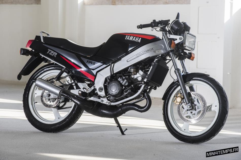 Yamaha TZR 125 de 1990 chez Oldtimer Studio Lisboa - mini4temps.fr