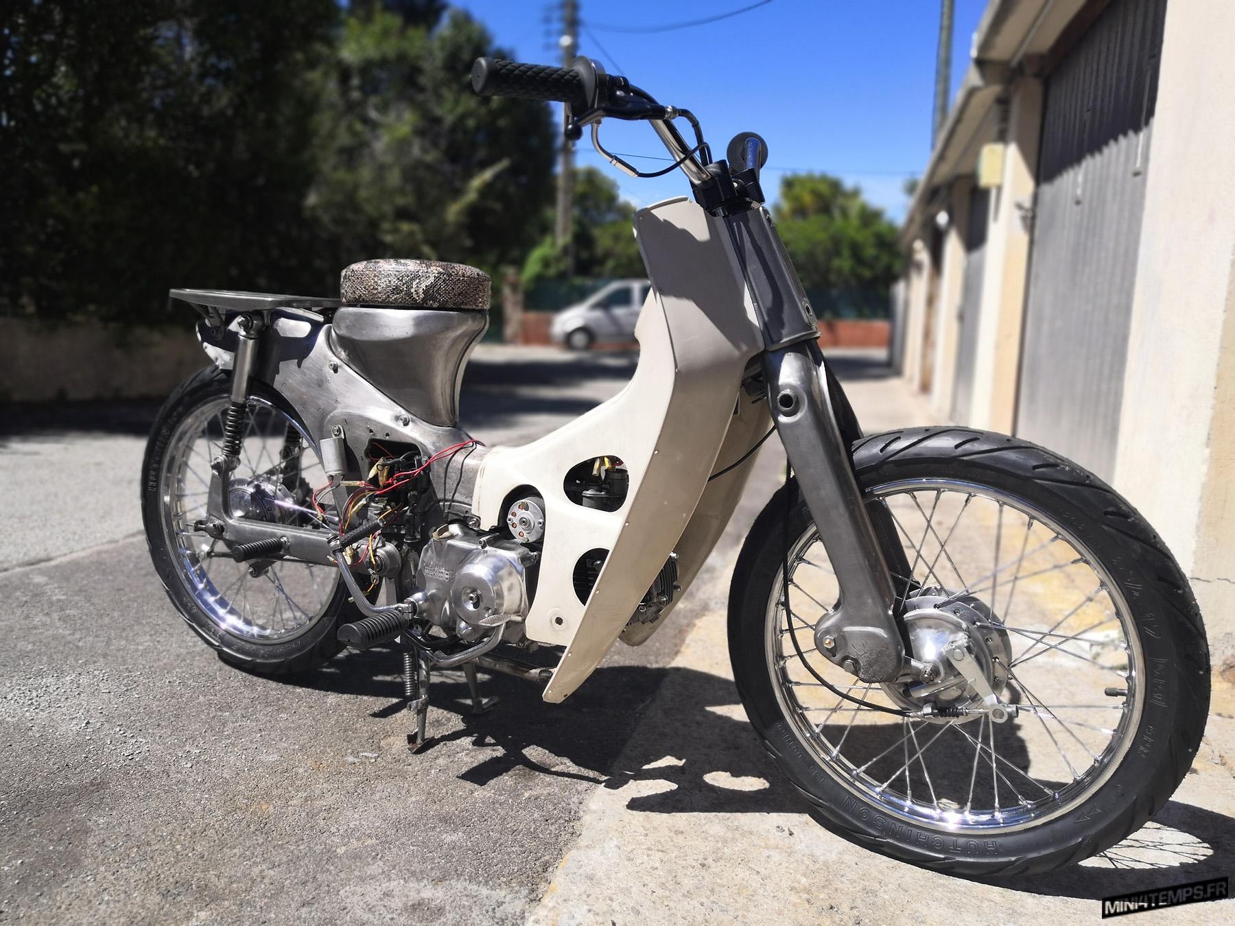 Honda Cub Gris - mini4temps.fr