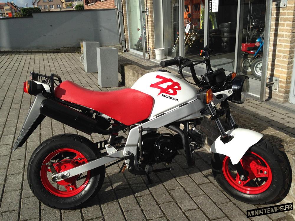 A VENDRE : Honda ZB50 blanc de 1991 - mini4temps.fr
