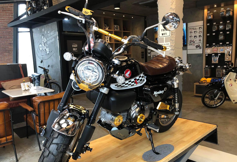 "Le Honda Monkey ""Kitaco Limited Edition Black & Gold"" du CUB House Phetchaburi - mini4temps.fr"